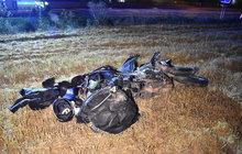 Motorkář (46) se rozsekal v poli: Byl o 9 km dál, než řekl záchrance!