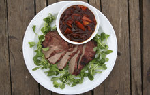 Vaříme cvalem s Michalem: Šéfkuchař se opět pustil do grilovaného masa a připravil hovězí steak s BBQ omáčkou!