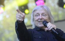 MUŽ TÝDNE: Neckář je v zajetí výročí, 45. narozeniny Bacilů oslavil koncertem!