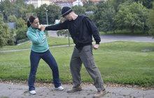 Obecné zásady sebeobrany: Využijte citlivých míst útočníka!