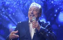 MUŽ TÝDNE: Gott se poprvé po rakovině objevil na pódiu a rovnou se chopil stříbrného mikrofonu!