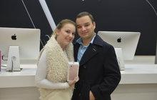 Odstartoval prodej telefonů iPhone 7: Fronty na mobil za 31 390 Kč!