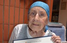 Hana Totušková už sedmkrát promovala na Univerzitě třetího věku: Je jí 90 let, přesto stále studuje!