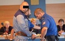 Z benzinky ukradl 234 000 korun: Čerpadlářce dal pěstí a svázal ji!