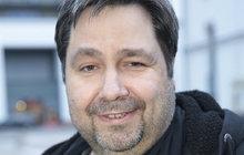 Opět míří do města hazardu! Moderátor a spisovatel Luboš Xaver Veselý (48, na snímku) dnes odlétá do Las Vegas, kde bude pracovat na pokračování své knihy Moje Las Vegas 2.