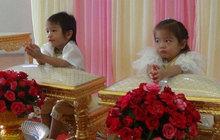 Dvojčatům (3) vystrojili svatbu!