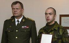 Zkolabovala a všichni se jen dívali: Ženu zachránil až voják Jiří Chromulák!