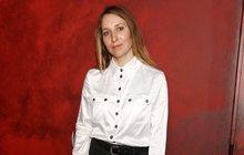 Hvězda Ulice Bebarová o berlích: Ošklivě si vyhodila koleno!