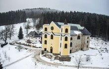 Neratov, oáza v Orlických horách: Kostel s oknem do nebe!