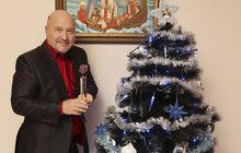 """Michal David (56) o tom, jak prožije svátky s rodinou, a plánech na příští rok: """"V dětství jsem měl bláznivé Vánoce, dnes jsou hlavně o pohodě…"""""""