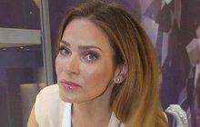 Modelka Andrea Verešová má dokonalou postavu i tvář. Na jejím těle však najdeme i místa, na kterých je dobře znát, že modelka má za sebou už roky tvrdé práce.