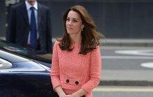 Pětatřicetiletá vévodkyně Kate má i po dvou porodech postavičku jako lusk. Jak to ta holka jenom dělá? Věnujte laskavě pozornost následujícímu textu!