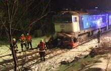 Srážku s vlakem nepřežili tři lidé!