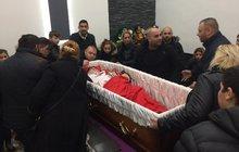 Pohřeb romského milionáře: Rakev plná darů!
