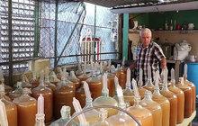 Vychytávka kubánského vinaře: Víno kvasí s pomocí kondomů!