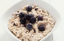Zkuste si pohanku připravit ve sladké verzi. S jablíčky, skořicí a vlašskými ořechy bude snídaňová kaše chutnat nebesky.