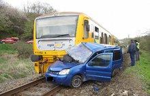 Centimetry od smrti: Nárazník vlaku na místě spolujezdce!