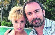 Nedávno lyžovačka v Alpách, nyní dovolená v ráji. Televizní kuchař Emanuele Ridi (43) svou novou lásku Lucii Hunčárovou (31) vskutku rozmazluje, užívají si totiž spolu na Maledivách.
