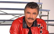 Téměř zapomenutý Burt Reynolds (81) se znenadání objevil na veřejnosti. Hollywoodského tvrďáka už by v něm ale nikdo nepoznal.