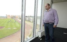 Šéf fotbalu Pelta zadržený policií ve finančním skandálu: Dostal deku!