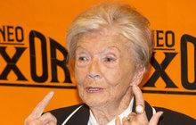 Tak dlouho Zdenka Procházková (91) brečela, že nemá žádnou roli, až dostala hned dvě! Obsadil ji nejen Filip Renč (51), který s ní točil velkofilm Lída Baarová, ale také Juraj Kukura (70).