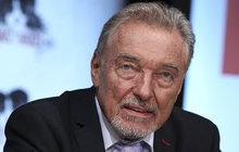 V rámci svého velkého návratu na německou scénu Karel Gott (77) poskytl rozhovor celoplošné televizní stanici ZDF. V něm mimo jiné řekl, že mu pozvolný návrat na pódia po zdravotních potížích vyhovuje. A oznámil, že jeho období temna pomalu, ale jistě končí.