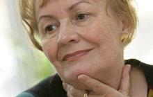 Snažila se ji podpořit ze všech sil. Když oblíbená herečka Věra Galatíková (†69) před dvanácti lety podruhé onemocněla rakovinou plic, odmítla chemoterapii. Velkou oporu měla ve své dceři Kristýně Frejové (45).