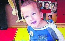 Filípkovi (16) ze Zahnašovic na Kroměřížsku lékaři nedávali šanci na život. Když přišel na svět, neustále kolaboval a dusil se. Narodil se s mnohočetnými vývojovými vadami a mozkovou obrnou. Teď už mu je 16 let a jeho stav se lepší...
