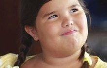 Mladá hvězdička Madison De La Garza (16) se proslavila v oblíbeném americkém seriálu Zoufalé manželky. Málokdo ví, že je to sestra populární popové zpěvačky Demi Lovato! Jak vypadá buclaté káčátko dnes?