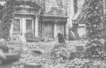 Chtěl si pojistit, že ho pohřbí v Rumburku. Mladík z Harrachova si v srpnu 1937 podřezalžíly přímo na rumburském hřbitově. Mezi hroby vykrvácel.