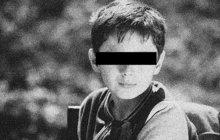 Hrůznou smrt přichystal pro svého syna (†12) v lednu 1972 šílenec (34) z obce Uhliště na Klatovsku. Chlapce bodl ostřím nože do oka. Těžce zraněný školák spadl vzápětí do potoka, kde se utopil.