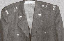V ukradené uniformě důstojníka Československé lidové armády se v roce 1968 po hornické Příbrami několik dní procházel drzý recidivista (36). Nedlouho předtím ho pustili z basy na prezidentskou amnestii. Seděl v ní za podvody a příživnictví.