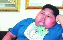 Desetiletý Caden Benjamin z Jihoafrické republiky trpí vzácnou poruchou, která způsobuje, že má pořád hlad. Aby ho zahnal, zbaští malý otesánek všechno, na co přijde – včetně několika rolí toaletního papíru!