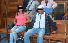 Svou mámu a jejího druha nařkla Denisa (21) z Trutnovska z nucení k prostituci. Marie M. (46) a Jozef S. (59) ji prý k tomu přiměli, aby získali peníze například na nákup cigaret či hraní automatů.