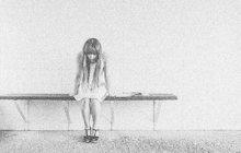 Znásilnění neznámým pachatelem oznámila Marie D. (17) z Mikulášovic na severu Čech v srpnu 1937. Nakonec se kauza překvapivě vyvinula zcela jinak. Za mřížemi skončil dívčin otec, a to pro zločin krvesmilství.