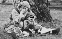 Svou milenku Zuzanu I. (†20) zavraždil v srpnu 1937 rolník Juraj M. (25) z východoslovenské vesnice Německé Jakubovany. Spolu s ním skončila ve vyšetřovací vazbě košického krajského soudu i jeho matka, vdova M.
