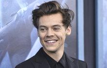Boyband One Direction už to má »za sebou«, ovšem do říše zapomnění jeho členové určitě nepadají. Třeba takový Harry Styles (23) zažívá učiněné hody, jak v pracovním, tak i osobním životě. Hraje teď v oceňovaném válečném dramatu Dunkerk a pořád balí topmodelky.