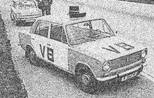 S dvaceti vypitými pivy usedl v říjnu 1968 za volant osobního vozu v centru Plzně drzý opilec (42), který nikdy nevlastnil řidičský průkaz. Spolu s ním se vydali na projížďku západočeskou metropolí i jeho dva kamarádi.