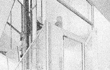 Pro příšerný způsob sebevraždy se rozhodl v březnu 1939 jistý domkář z nejmenované vesnice poblíž Prahy. Nechal si v jednom pražském špitálu, kde byl hospitalizován, rozdrtit hlavu zdviží výtahu.