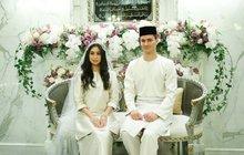 Musel konvertovat k islámu, ale co by neudělal pro lásku?! Nizozemský fotbalista Dennis Verbaas (28), dnes už úředním jménem Dennis Mohamed Abdalláh (28) si během pohádkového obřadu v přepychovém sultánském paláci v Johoru vzal po tříleté známosti za ženu malajsijskou princeznu Tunku Tun Aminah (31)!
