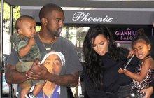 Dvě děti jí nestačí, ale zdraví jí nedovoluje riskovat další těhotenství. A tak si ukrutně bohatá Kim Kardashian (36) najala náhradní matku.