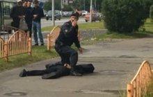 S nožem útočil na chodce ve městě Surgut na Sibiři i jistý Bobichel Abdurakhmanov (23), který pobodal sedm lidí (dva jsou podle lékařů v ohrožení života).