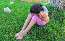 Chudák holka (15)! Zhrzený nápadník jí usekl ruku