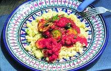 Trocha Asie do vaší kuchyně! Šmrnc tomuto pokrmu dodává nejen skořice a kari, ale také voňavý arašídový olej. Přejeme dobrou chuť!