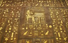 Stejně jako Tibeťané, nebo Indiáni i staří Egypťané měli svůj vlastní horoskop. Pevně věřili, že vdatu narození máme jasně dané rysy naší osobnosti. A pokud je poznáme, pochopíme i směr, jakým bychom se měli nadále ubírat. Stačí jen vědět, jaký egyptský bůh knám náleží, a dozvíme se, co jsme o sobě možná ani netušili…