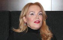 Odkaz prezidenta Václava Havla (†75) hlídá jako oko v hlavě. Jak už infromovalo Nedělní Aha!, bývalá první dáma Dagmar Havlová (64) se obrátila na právníka, který má zajistit, aby hrnky s jeho podobiznou zmizely z nabídky.