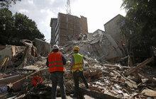 Zkáza za zkázou se valí na Mexiko. V oblasti řádí hurikány, teď se k tomu přidala i dvě ničivá zemětřesení. V důsledku toho úterního zemřelo nejméně 217 lidí. Epicentrum otřesů o síle 7,1 stupně bylo na jihu, ale silně zasažena byla i megapole Mexico City.