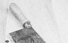 Sekáčkem na brambory a pak kuchyňským nožem napadl v září 1968 penzista Julius Ch. (62) z Ostravy-Radvanic svého souseda. U sekáčku se mu po ráně o nešťastníkovu hlavu ulomila střenka, nožem ho pak pořezal na hlavě, zádech, ramenou, prsou a rukou.