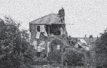 Zápach plynu vycházející o Štědrém dnu 1939 z bytu kadeřnice O. O. v brněnské Lesnické ulici ucítila pozorná správcová domu. Netušíc, co může způsobit, zazvonila vyplašená domovnice u dveří a vyvolala tím devastující detonaci.