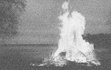 Svou milenku E. S. nejprve zastřelil a její mrtvolu pak spálil zločinec J. B. K hrůzné události došlo v létě 1939 v lese u Zvole nedaleko Prahy. Po vraždě ničemník utekl až na střední Slovensko, kde ho dopadli tamní muži zákona.